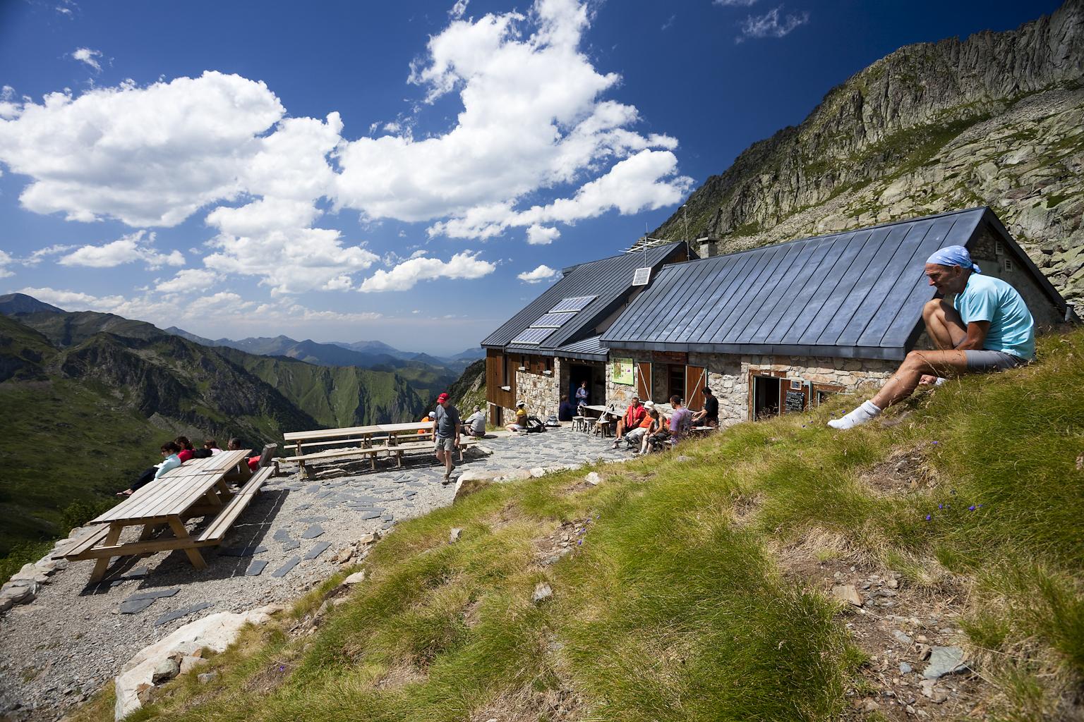 Refuge de montagne les estagnous a 2246m d 39 altitude depuis 1912 ariege pyrenees - Le refuge des 3 ours ...